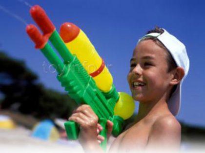از خرید اسلحه اسباب بازی برای کودکتان نگرانید؟