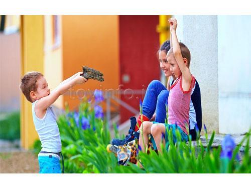 اسلحه اسباب بازی و نقش آن در بازی های کودکانه