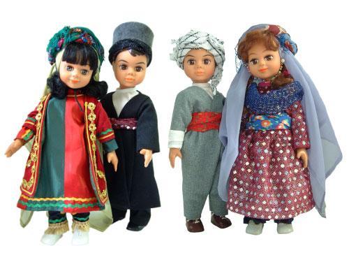 عروسک های دارا و سارا با لباس های محلی مختلف