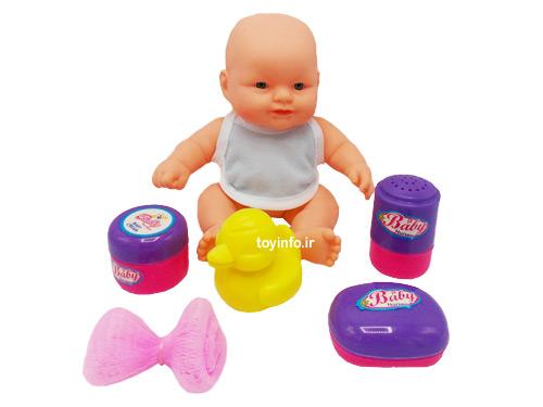 نوزاد به همراه لوازم حمام