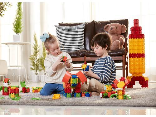 کودکان در حال بازی یا یک نوع اسباب بازی