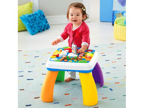 خلاقیت کودک - کودک در حال بازی با یک اسباب بازی که کاربرد های متنوعی دارد