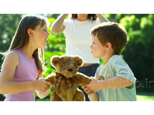 دعوای کودکان بر سر اسباب بازی ها