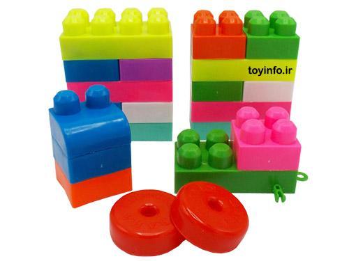 تعدادی از قطعات اسباب بازی لگو سطلی رها