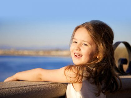 کدام عامل در تربیت کودک موثرتر است ؟