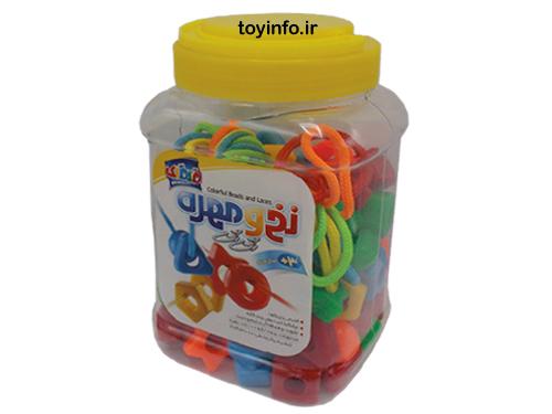 نخ و مهره رنگی با سطل مناسب برای جمع آوری مهره ها