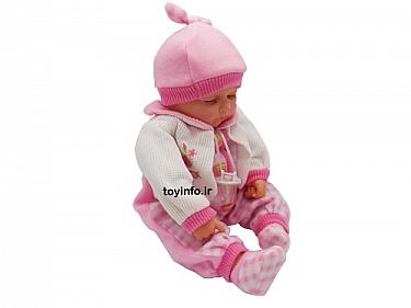 عروسک نوزاد از زاویه جانبی