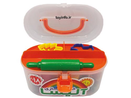 قالب ها و ابزار همراه با خمیر بازی