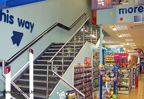 نمایی از داخل فروشگاه اسباب بازی زنجیره ای