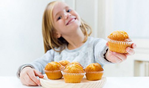 وسوسه شدن بچه ها در مقابل خوردن شیرینی