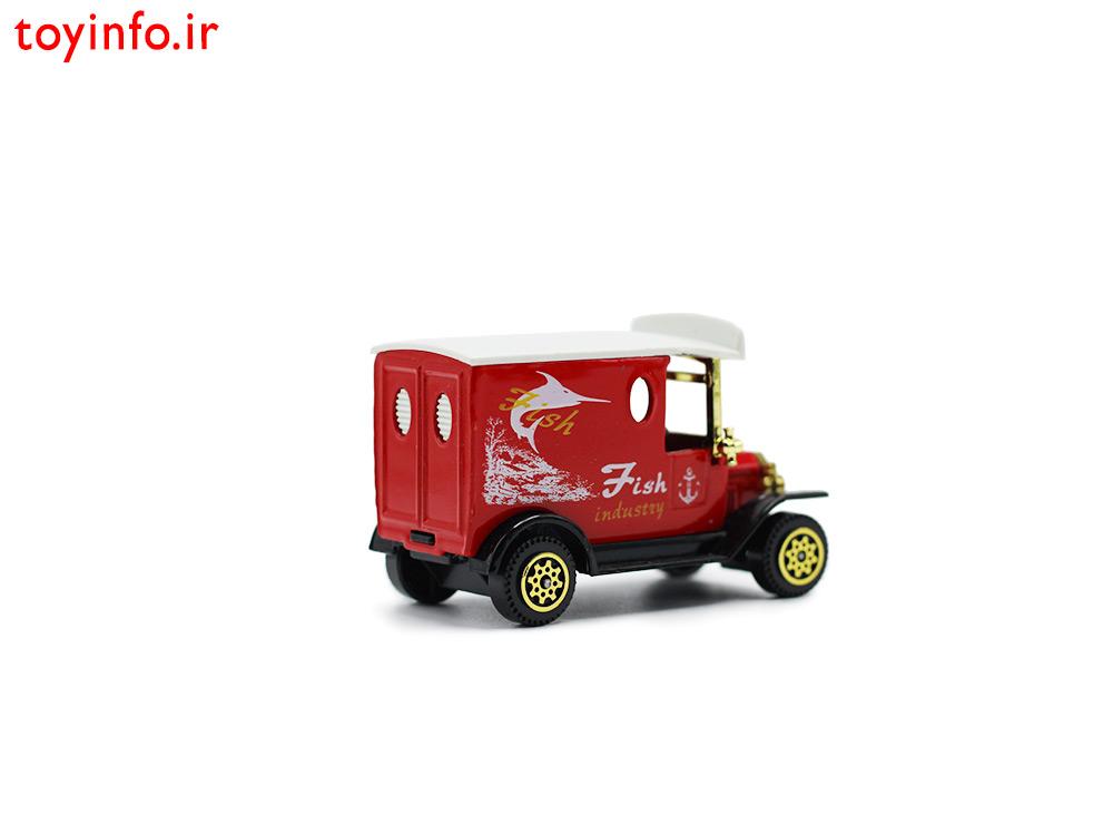 ماشین کلاسیک قرمز فلزی