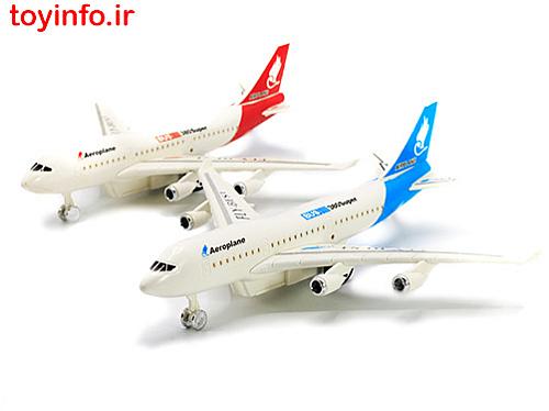 دو عدد هواپیمای اسباب بازی در ست فرودگاه